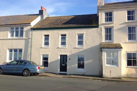 Peel Seafront Cottage - Peel - Casa