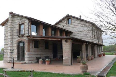 Antico Casale immerso nel verde - Villa