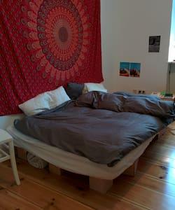 Beautiful room in Friedrichshain - Berlin - Apartment