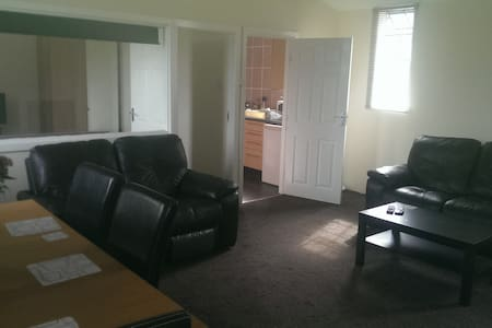 Lovely 1 Bed Apartment - Apartment