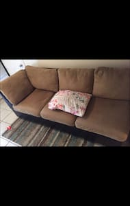 Comfy couch 10 minutes from Jfk