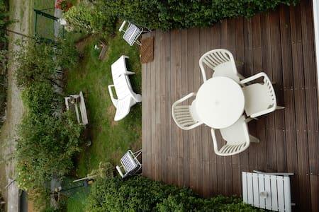 appart. calme, terrasse jardinet - Leilighet