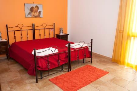 Camera da letto con terrazzino - Bed & Breakfast
