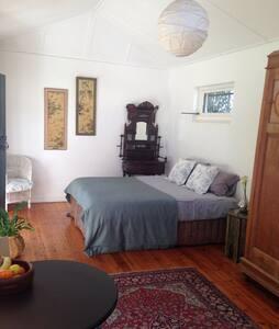 Self-contained garden studio - Huis