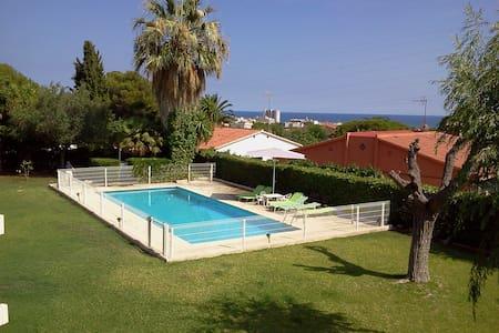 Casa con vistas al mar y jardín - Coma-ruga, El Vendrell