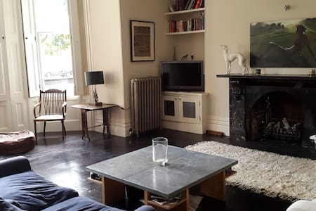 Stunning very spacious 1 bed flat