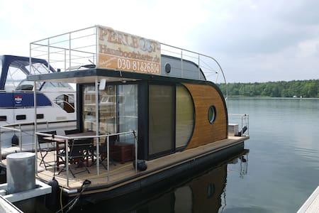 Design-Hausboot festverankert fixed - Barco