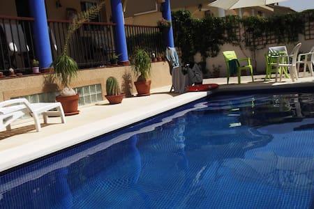 Casa con piscina privada. (piscina*) - Mutxamel