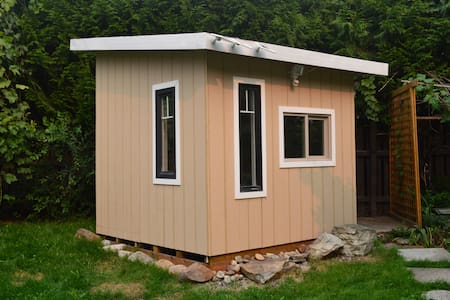 Room type: Entire home/apt Property type: Cabin Accommodates: 2 Bedrooms: 1 Bathrooms: 1