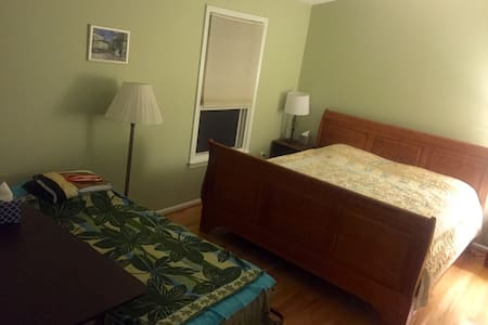 Sunny Room B&B, Red Line. - Silver Spring - Bed & Breakfast