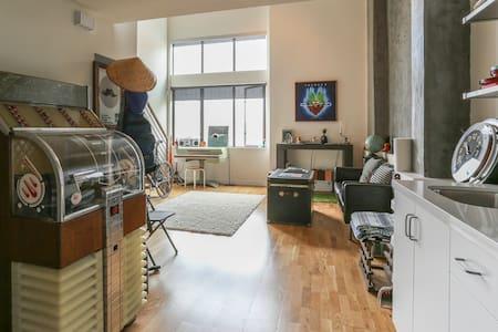 Music lover's dream loft w/ roof! - San Francisco - Apartment