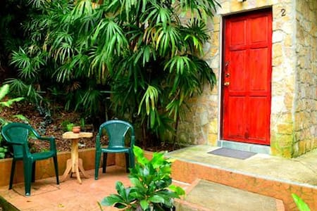Spacious 1 bed Jungle Villa w Pool! - Apartamento