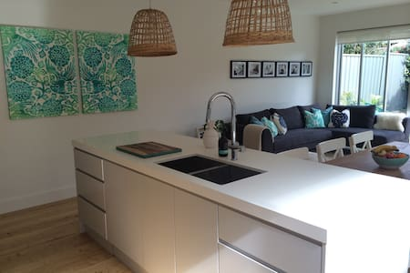 Lovely 3 Bed house 10 min to City