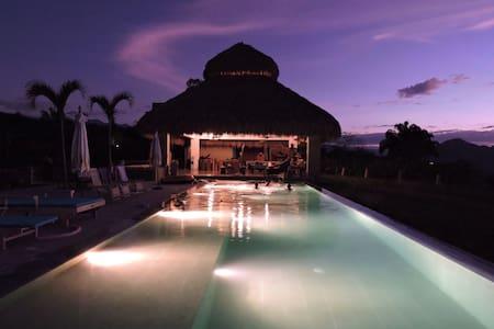 Amazing BaliStyle Villa in Anapoima - Villa