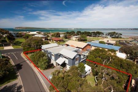 Short stroll to beach, park & shops - Phillip Island - House