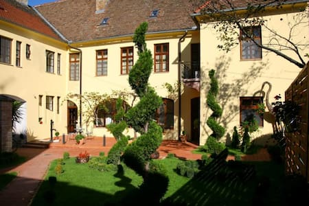 Guesthouse Maksimilian - Osijek - Bed & Breakfast