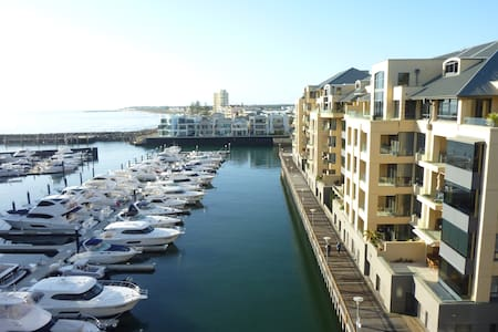 Superb Penthouse Apt Marina Views - Leilighet