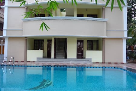 ganesh holiday home B&B room - Inap sarapan