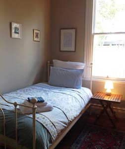 Awesome twin room in lovely villa - Martinborough - House