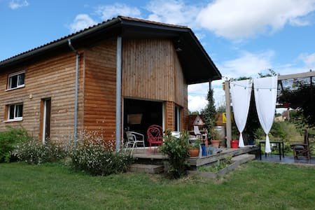 wooden house near Bergerac - Huis