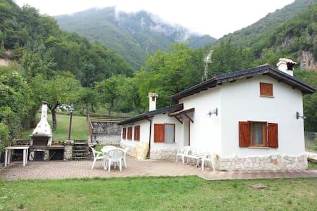 Villa a due passi dal lago Scanno - Villa