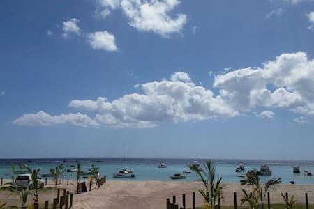 Joli Bungalow a cote de la mer - Flic en Flac