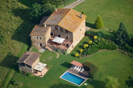 Private farmhouse near the Pyrenees - House