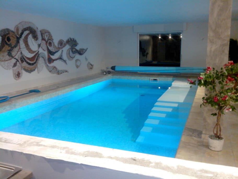 Nuit romantique piscine priv apartments for rent in for Piscine 5x10