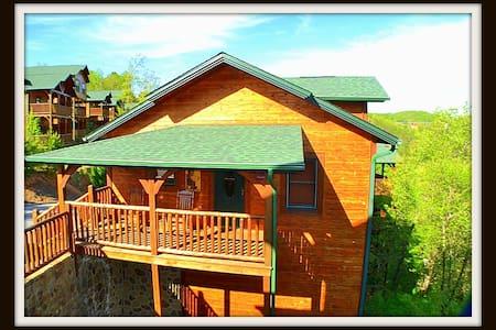 Mountain Magic at Gatlinburg Falls STANDING STONG - Gatlinburg - Stuga