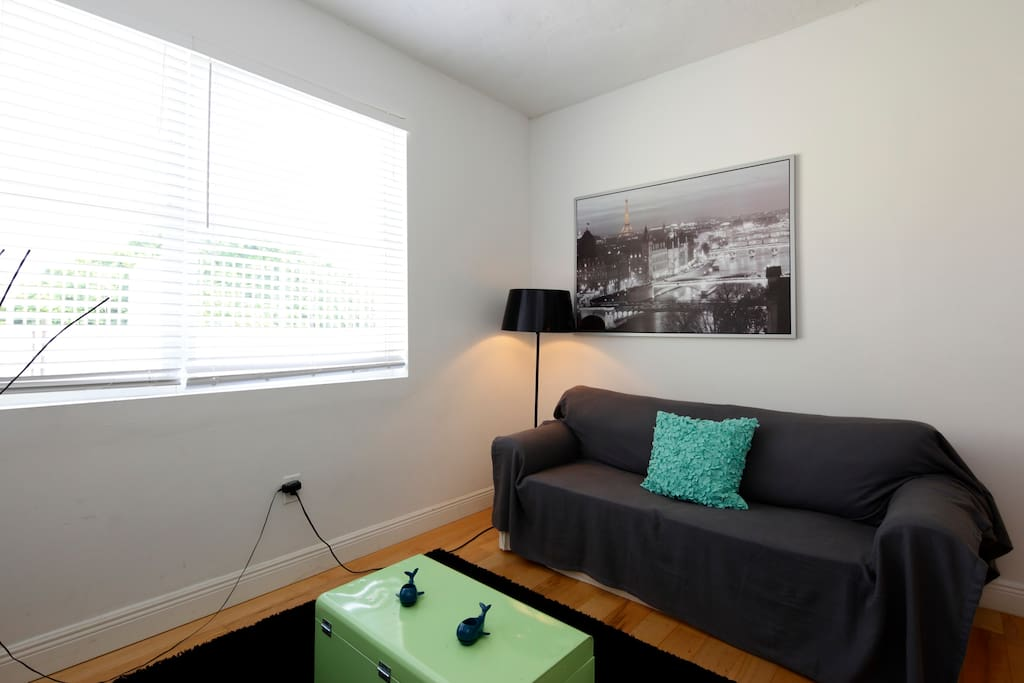 Cool 1 bedroom 2 blocks from beach