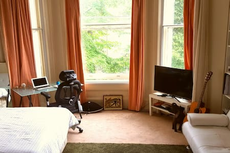 Sought-after Notting Hill Studio