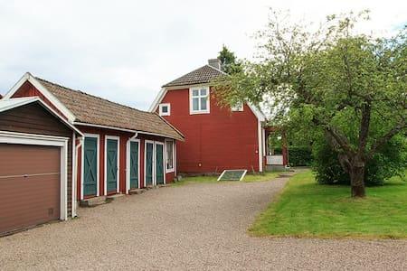 Hus, Verkstadsgatan 7, Hjo centralt - House
