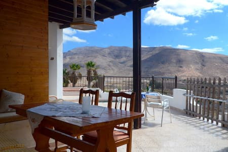 House, stunning views, beach 3 min - Tuineje - Casa de camp