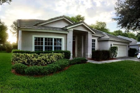 Very Large 4 Bedroom Home with Pool & Hot Tub - Coconut Creek - Haus