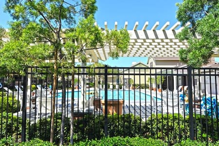 Private Br/Ba Near Disneyland, Newport Beach - Tustin - Townhouse