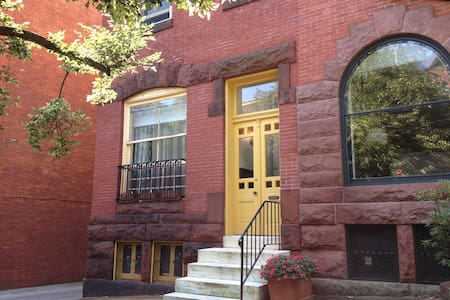 1 BR apt on historic block - Baltimore - Apartment