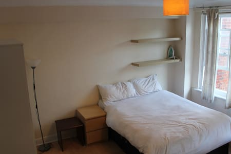 STUDIO FLAT - UP TO 2 GUESTS