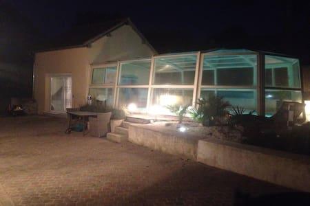 Charmant studio à côté de Paris - Villa