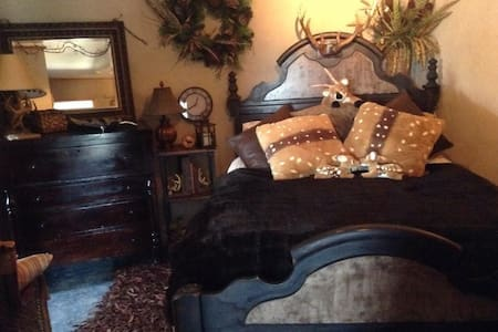 Whitetail Hollow Lodge~B&B~Suites - Mansfield - Bed & Breakfast