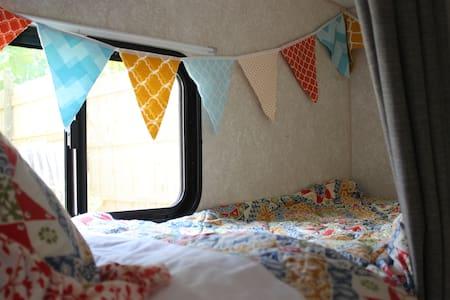 Cozy Camp Hally - Black Mountain - Autocaravana