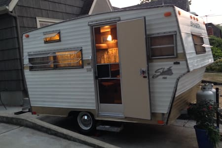Vintage Camper, Close-in Hawth/Div. - Camper/RV