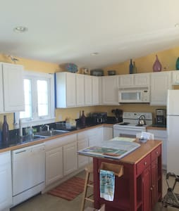 Serenity by the Sea-charming 2BR - Pis