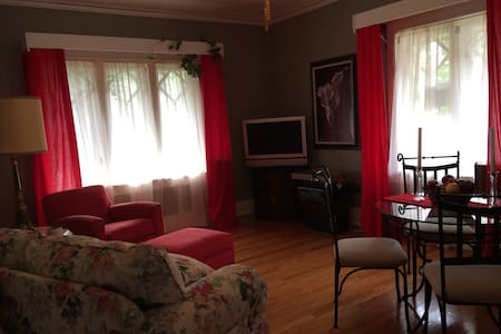 Room type: Entire home/apt Bed type: Real Bed Property type: Bed & Breakfast Accommodates: 2 Bedrooms: 1 Bathrooms: 1