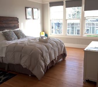 Spacious Bedroom in Lower Haight