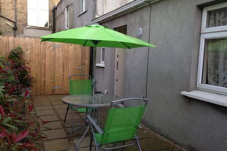 Dublin South private flat and yard