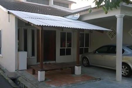 Homestay Kak Zie - Ház
