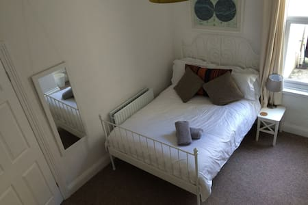 Fresh double in relaxed terrace 2 - Plymouth - Casa