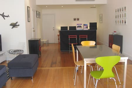Gallery apARTment Battery Point - Daire