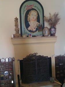 Παραδοσιακο σπιτι με αυλη - House