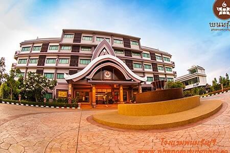 โรงแรมพนมรุ้งปุรี - Bed & Breakfast